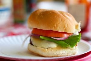 Гамбургер: Котлета теперь без мяса!